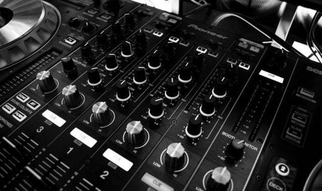 Mikser Wykorzystywany Zawodowo Przez DJ