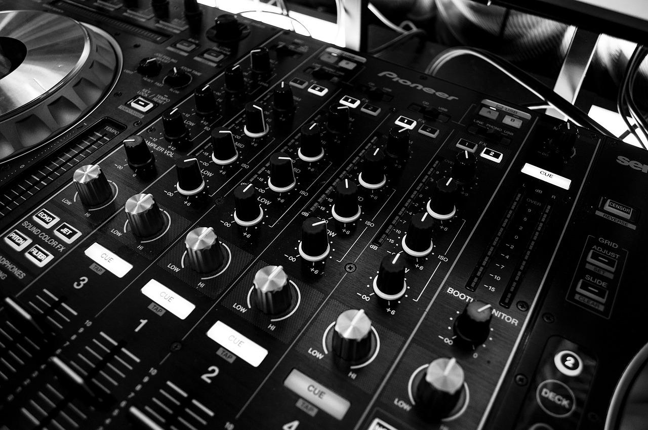 Stół audio wykorzystywany do obsługi imprez