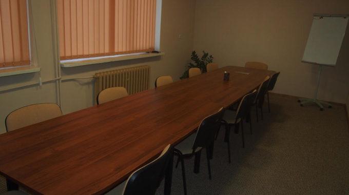 Stół W Sali Konferencyjnej Na Której Mogą Się Odbywać Wykłady