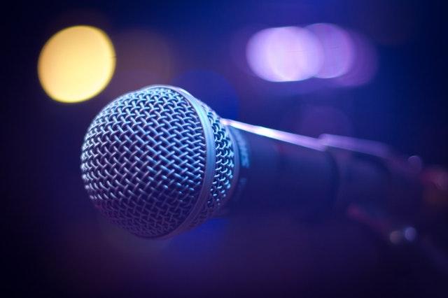 Mikrofon wykorzystywany na imprezie
