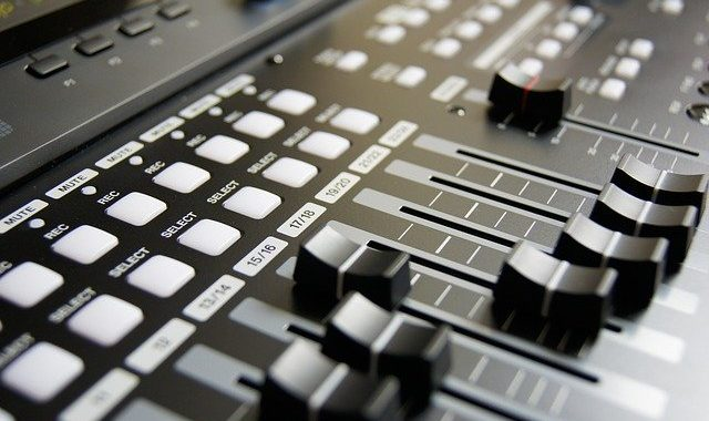 Sprzęt Estradowy Do Sterowania Systemem Audio.